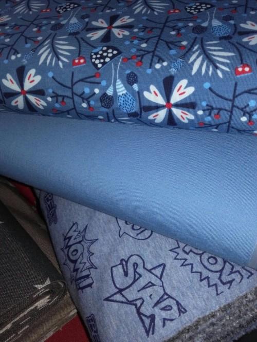 Rauchblau Jersey uni / Blaue Blumen Jersey